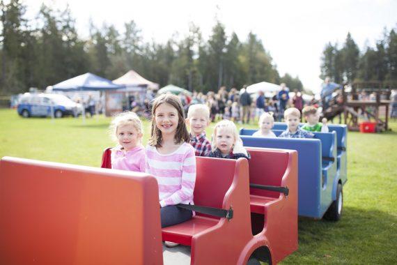 kids in a pull cart